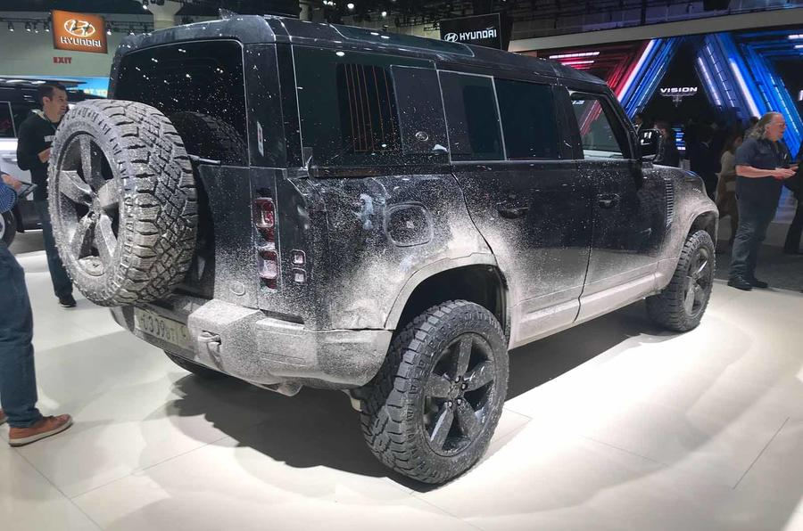 Land Rover Defender bond car side rear