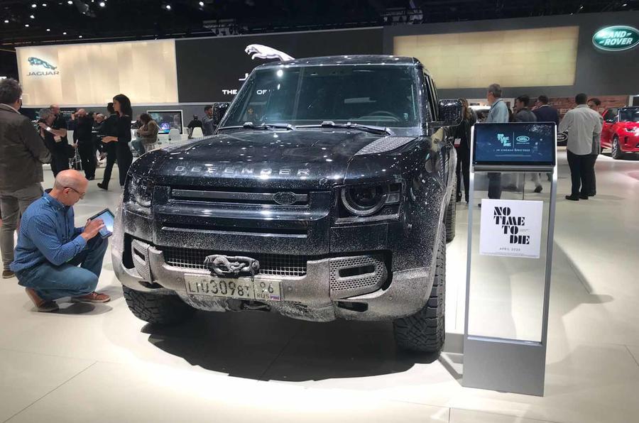 Land Rover Defender bond car front