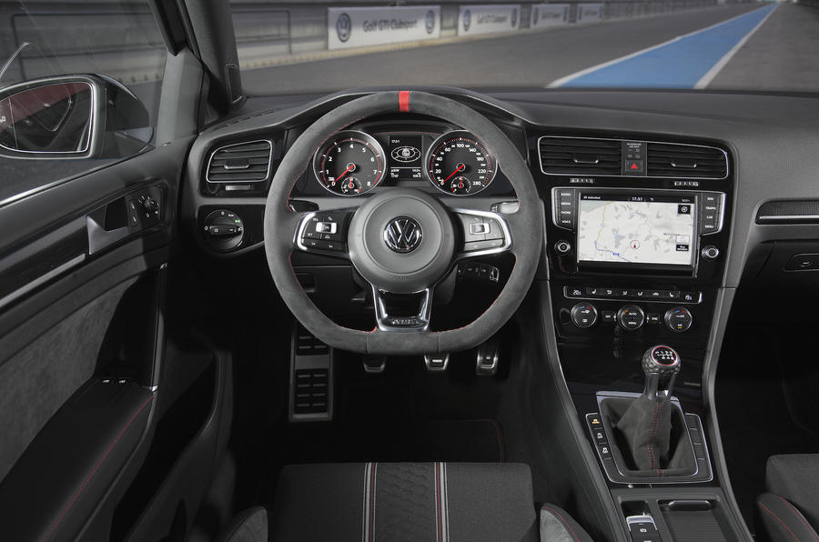 Volkswagen Golf GTI Clubsport dashboard