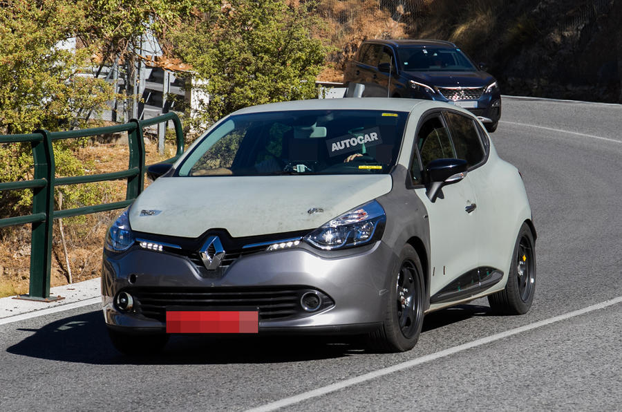 2019 renault clio spotted testing in current model body autocar. Black Bedroom Furniture Sets. Home Design Ideas