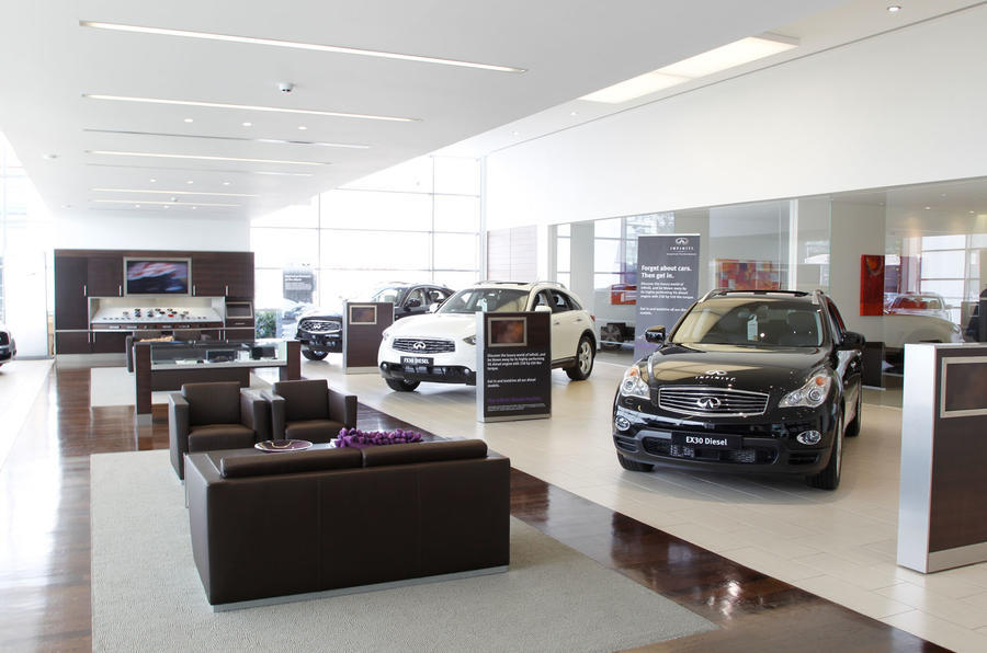 Infiniti UK dealer - interior