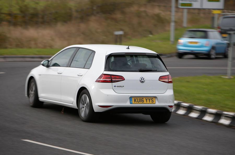 Hyundai Ioniq, Volkswagen E-Golf, BMW i3 vs Nissan Leaf - electric vehicle group test