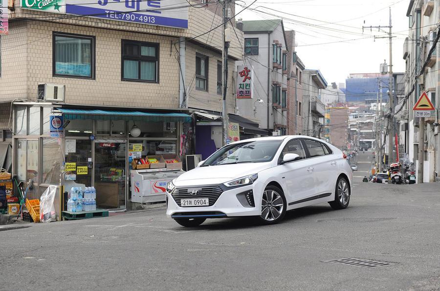 Hyundai Ioniq HEV cornering