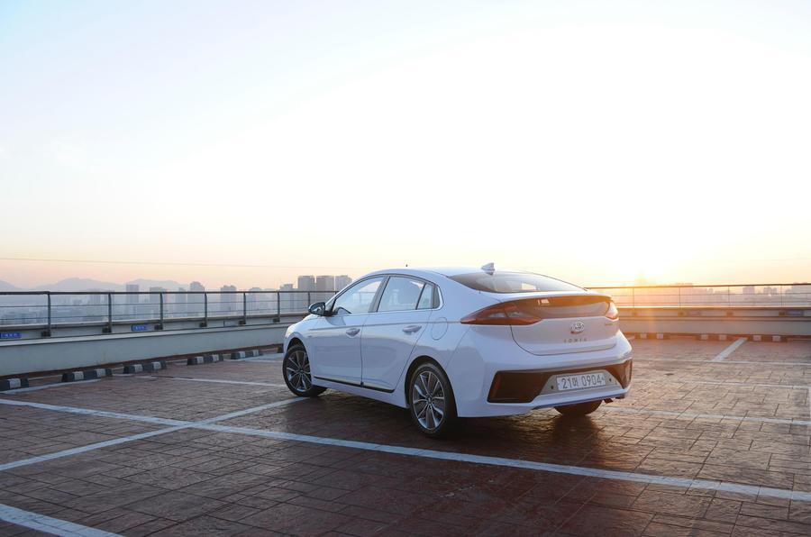 Hyundai Ioniq HEV rear