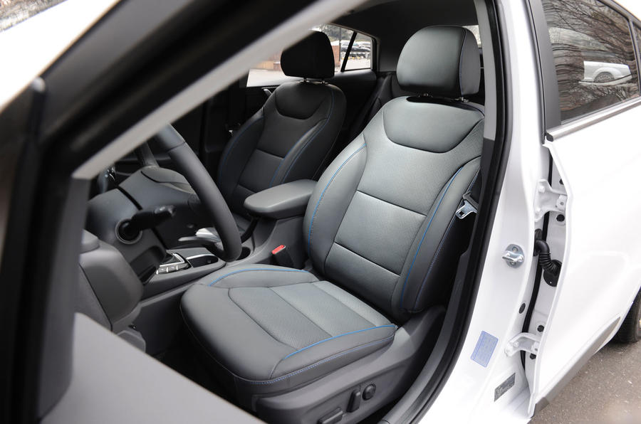 Hyundai Ioniq HEV front seats