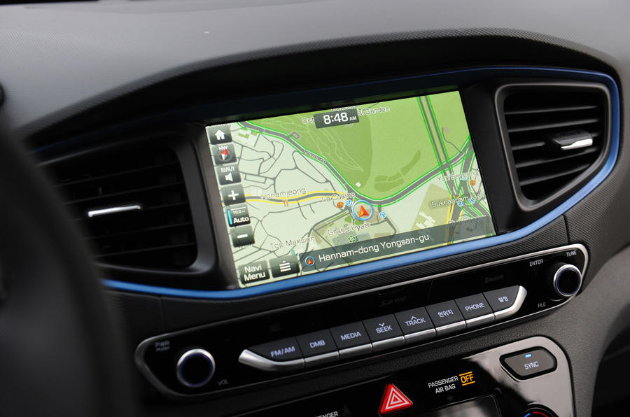 Hyundai Ioniq HEV infotainment
