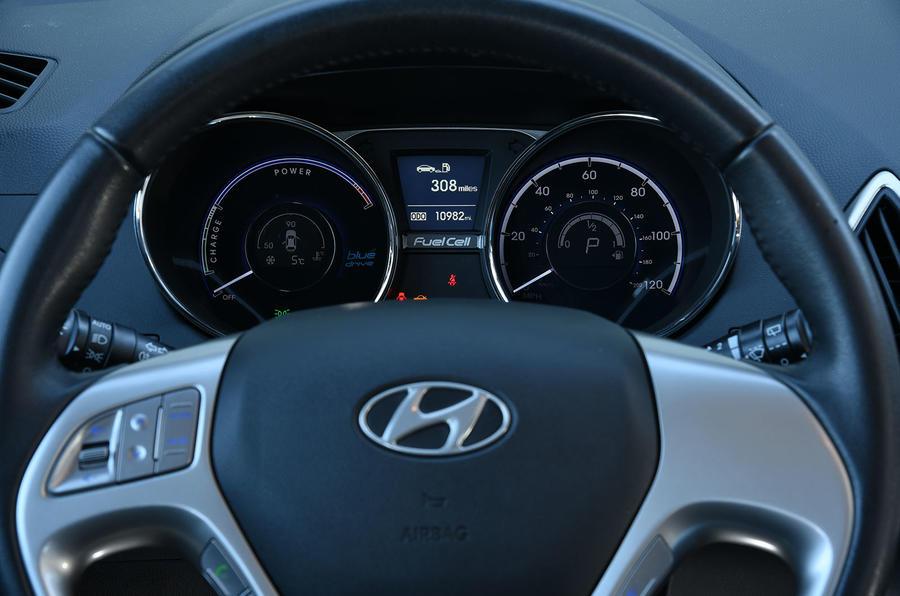 Hyundai ix35 FCV instrument cluster