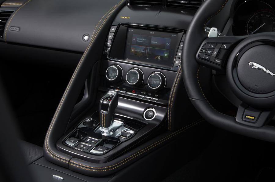 Jaguar F-Type 400 Sport centre console