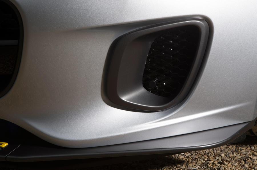 Jaguar F-Type 400 Sport air vents