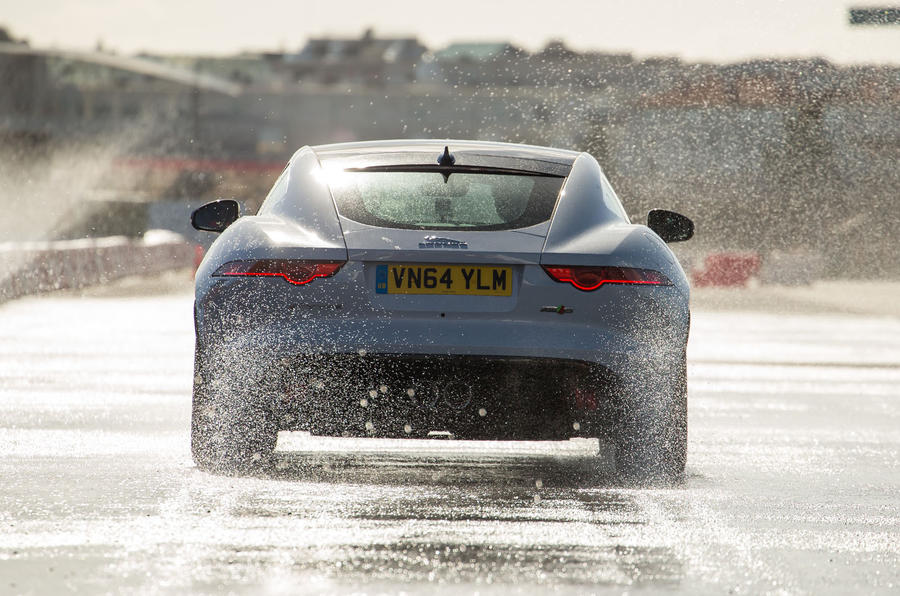 £91,650 Jaguar F-Type R Coupé