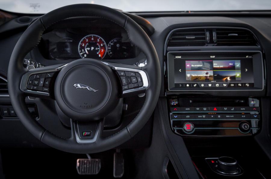 Jaguar F-Pace dashbaord