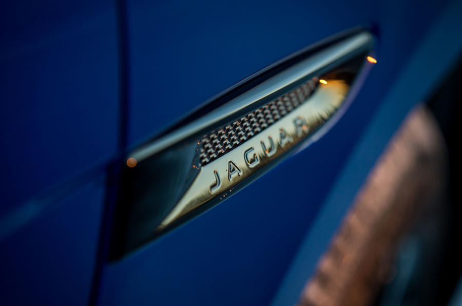 Jaguar F-Pace plaques