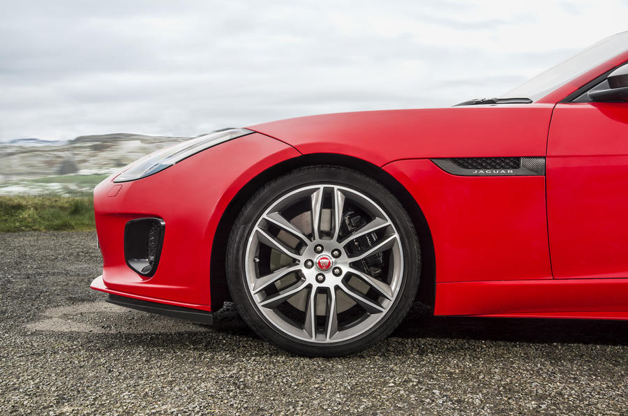 Jaguar F-Type Convertible 2.0 i4 alloy wheels