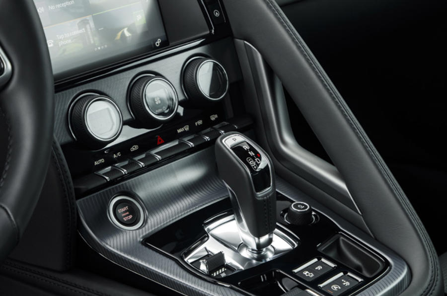 Jaguar F-Type Convertible 2.0 i4 centre console