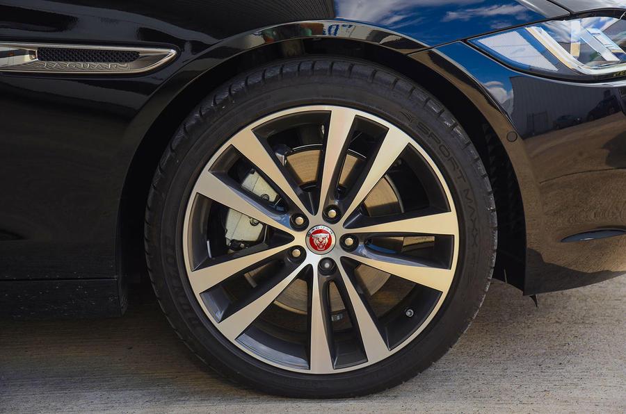 Jaguar XE 25d AWD alloy wheels