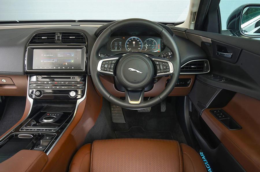 Jaguar XE 25d AWD dashboard