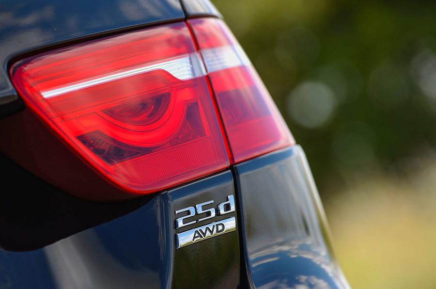Jaguar XE 25d AWD rear lights