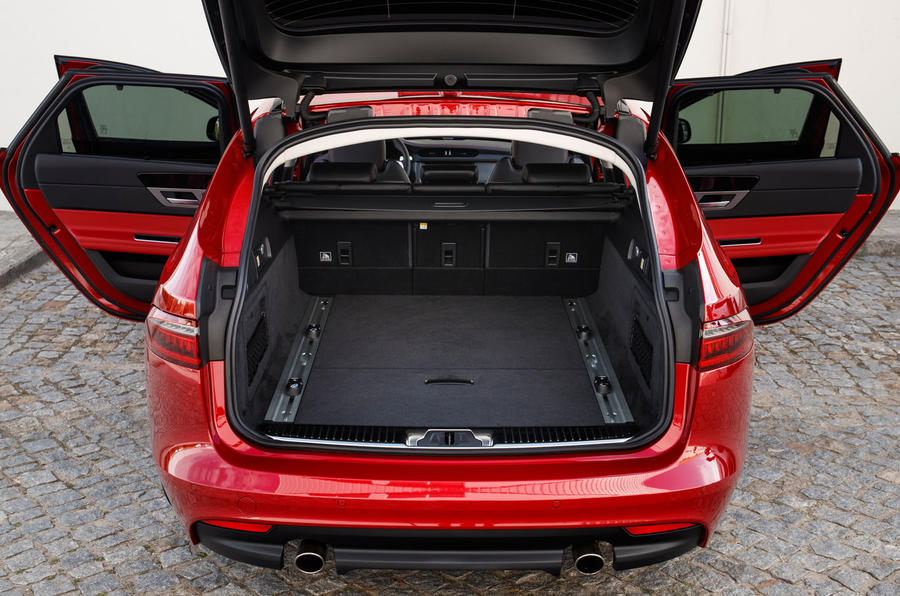 Jaguar XF Sportbrake 25t boot space