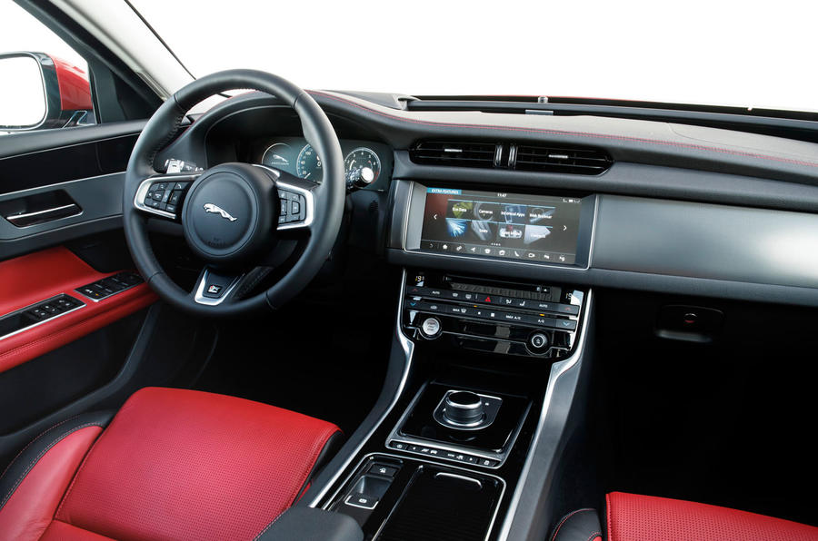 Jaguar XF Sportbrake 25t dashboard