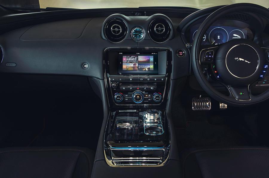 Jaguar XJR centre console