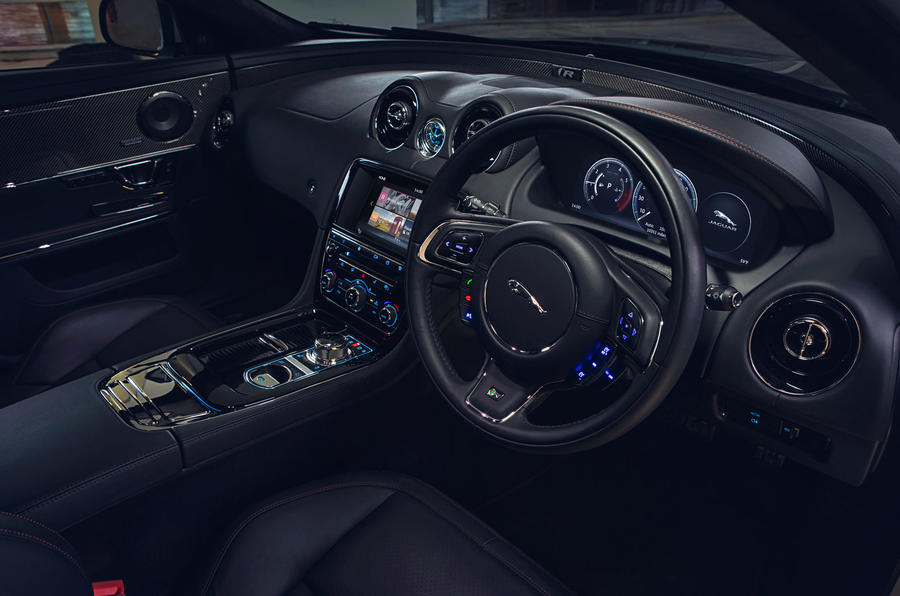 Jaguar XJR dashboard