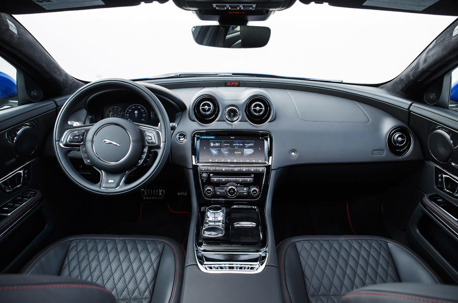 Jaguar XJR 575 dashboard