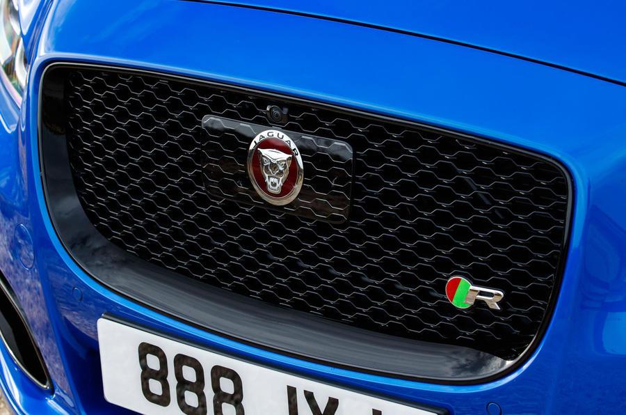 Jaguar XJR 575 front grille