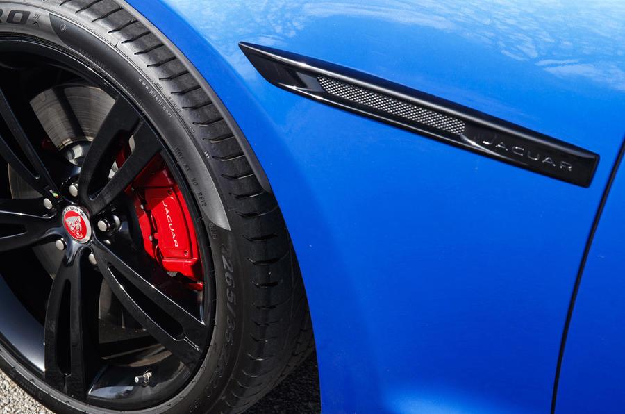 Jaguar XJR 575 red brake calipers