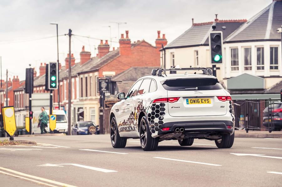 Jaguar Land Rover Figures Out How Drivers Can Avoid Red Lights