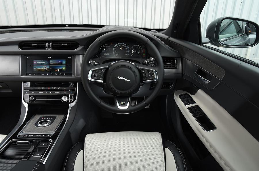 Jaguar XF 2.0d R-Sport dashboard