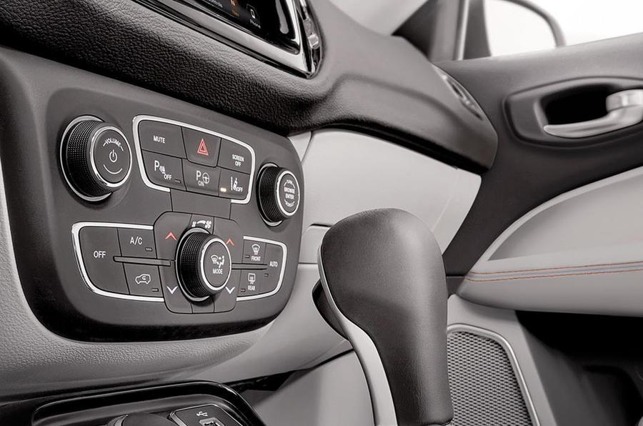 Jeep Compass centre console
