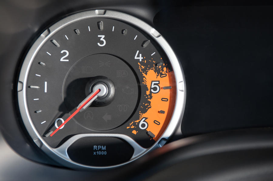 Jeep Renegade rev counter