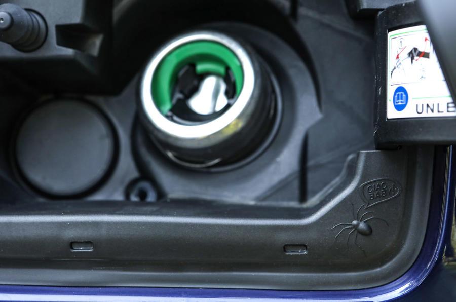 Jeep Renegade 2018 review fuel cap