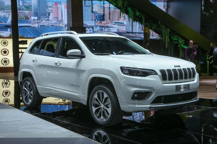 Jeep will add a new sand-running Deserthawk trim by 2020