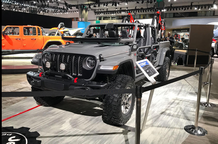 Jeep Gladiator LA motor show reveal - stand front