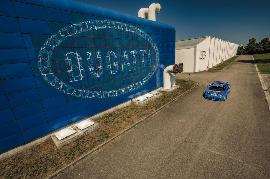 Bugatti EB110 at abandoned factory