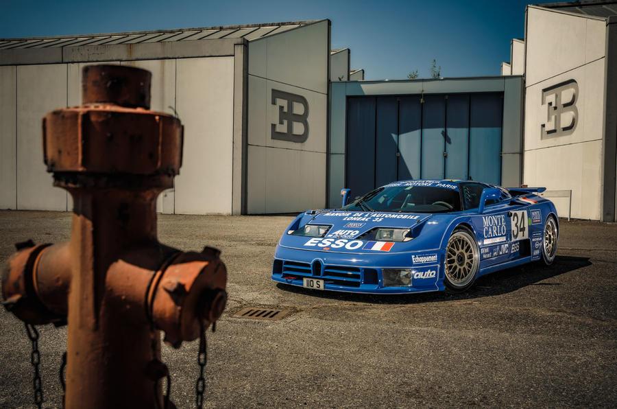 Bugatti EB110 - parked