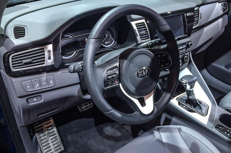 Kia niro hybrid makes its european debut at geneva autocar - Kia niro interior ...