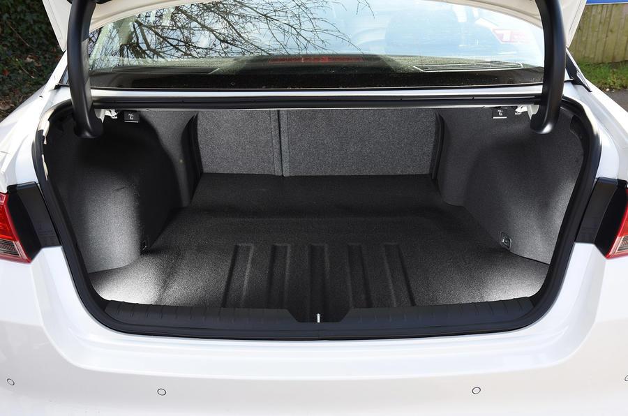 Kia Optima 2017 Interior >> 2016 Kia Optima 1.7 CRDi Eco review review | Autocar
