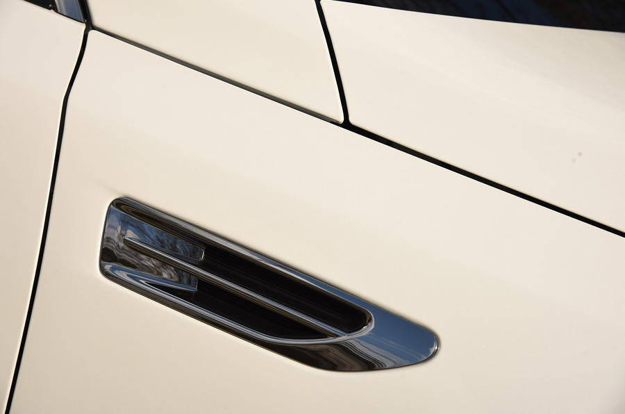 Kia Optima side scoops