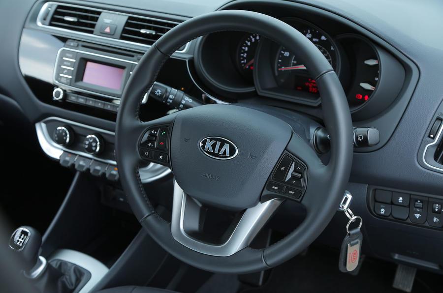 Kia Rio 2 steering wheel