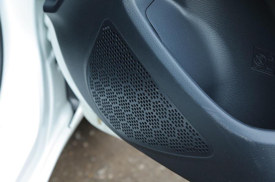 Kia Rio 2 moulded speakers