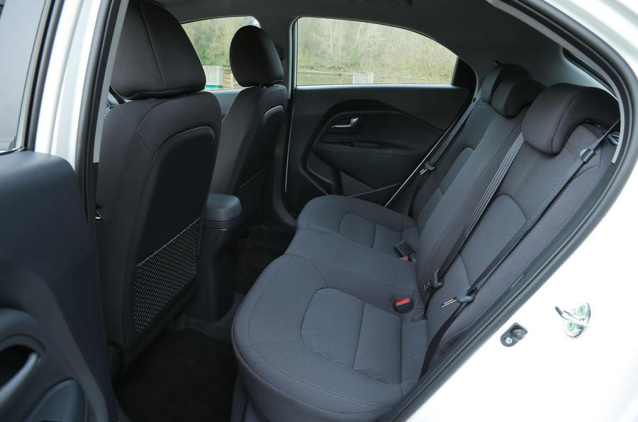 Kia Rio 2 rear seats
