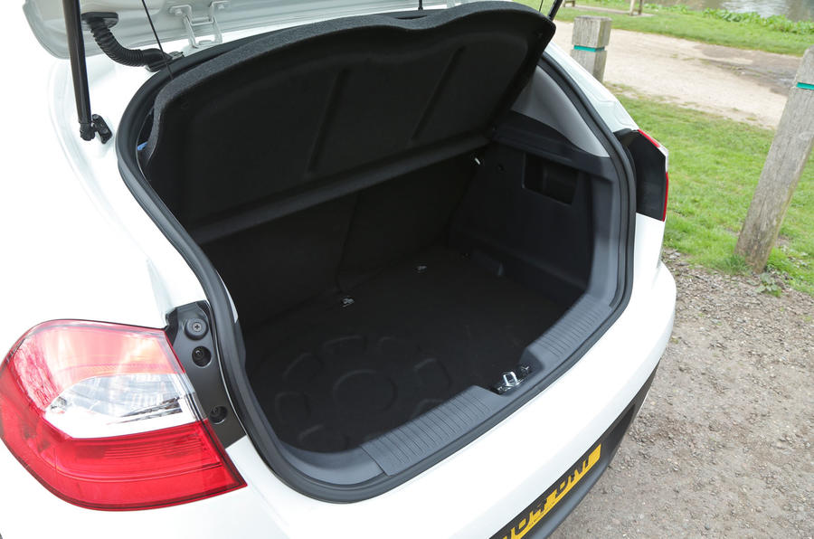 Kia Rio 2 boot space