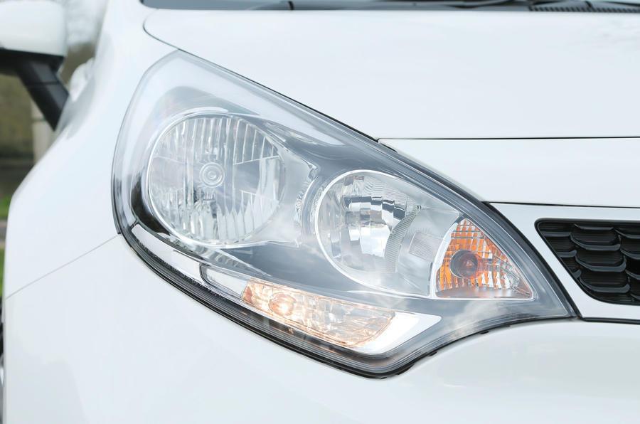 Kia Rio 2 headlights