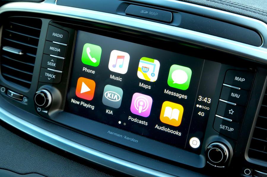 Kia Sorento CRDi GT-Line S 2018 review infotainment