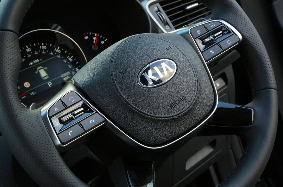 Kia Sorento CRDi GT-Line S 2018 review steering wheel