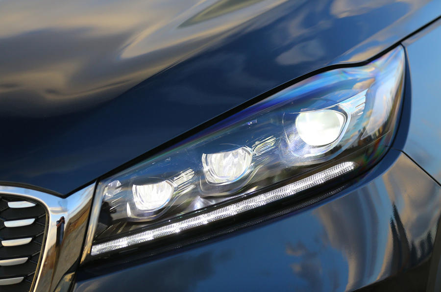 Kia Sorento CRDi GT-Line S 2018 review headlights