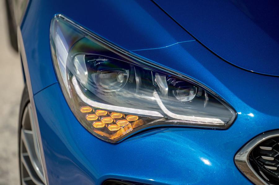 Kia Stinger headlights