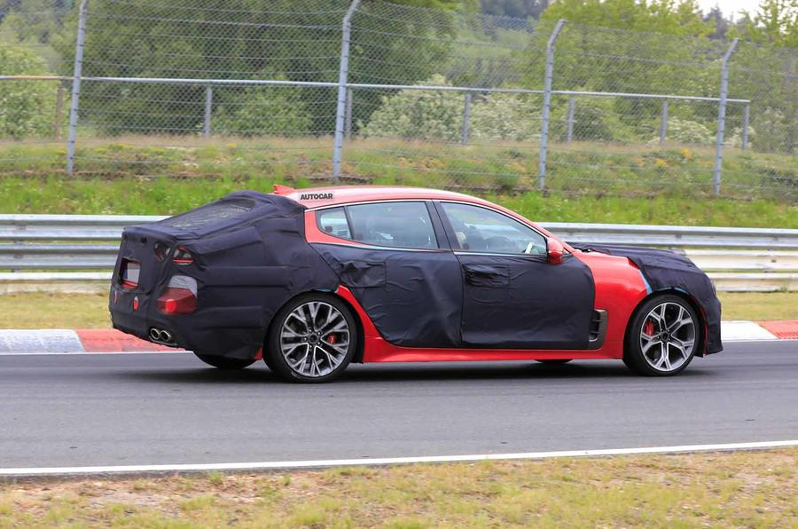 2021 Kia Stinger spyshot side rear